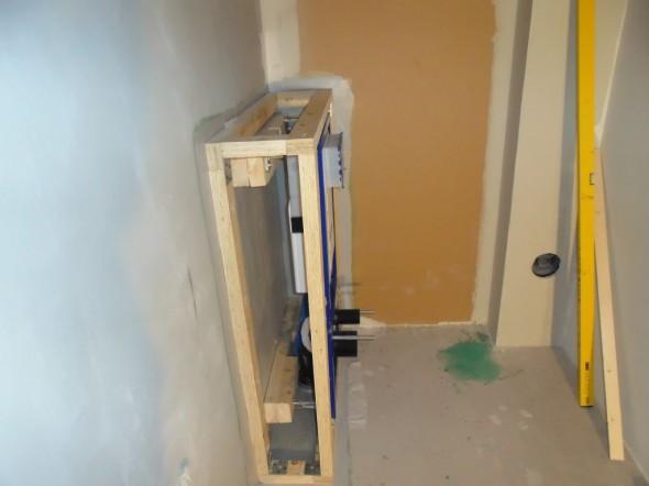 Kotelon runkoon käytettiin ylijäämäksi jäänyttä seinän runkopuuta.